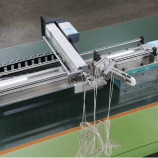 加工機間の高さ違いを調整する専用ロボット